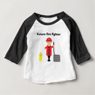 T-shirt Pour Bébé Le petit pompier de la maman