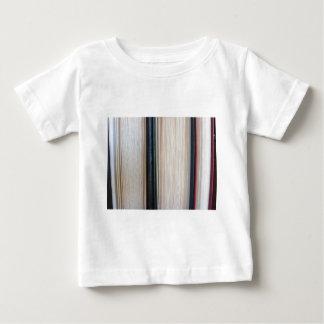 T-shirt Pour Bébé Le plan rapproché d'occasion réserve la position