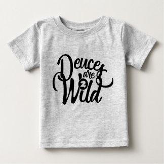 T-shirt Pour Bébé les deux sont pièce en t sauvage d'anniversaire
