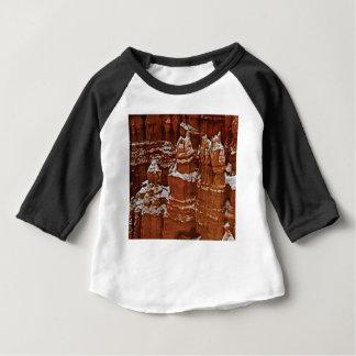 T-shirt Pour Bébé les tours dans les roches se bronzent