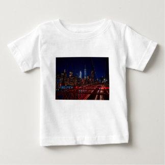 T-shirt Pour Bébé Lumières de nuit de New York City de pont de