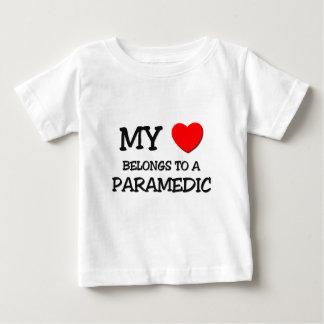 T-shirt Pour Bébé Mon coeur appartient à un INFIRMIER