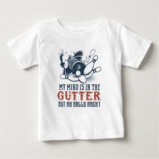 T-shirt Pour Bébé Mon esprit est dans la gouttière mais mes boules
