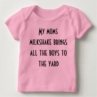 T-shirt Pour Bébé Mon milkshake de mamans amène tous les garçons à