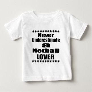 T-shirt Pour Bébé Ne sous-estimez jamais l'amant de net-ball