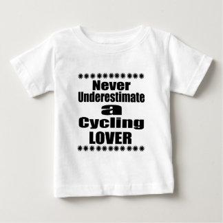 T-shirt Pour Bébé Ne sous-estimez jamais l'amant de recyclage