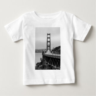 T-shirt Pour Bébé Obscurité unique de vue de San Francisco golden