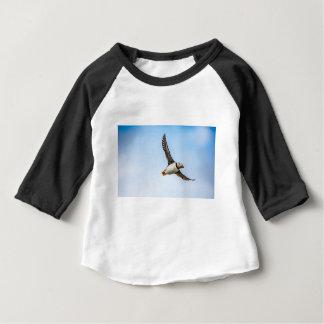 T-shirt Pour Bébé Plume de mouche de faune de vol de mer d'oiseau de