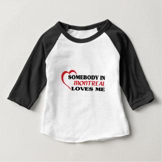 T-shirt Pour Bébé Quelqu'un à Montréal m'aime