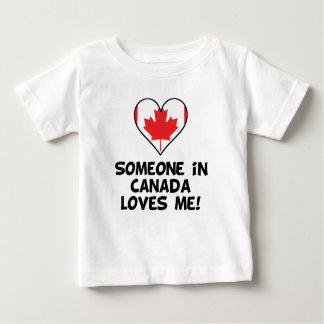 T-shirt Pour Bébé Quelqu'un au Canada m'aime