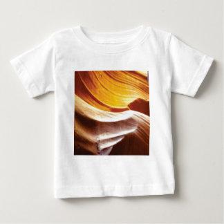 T-shirt Pour Bébé roches bronzages du soleil d'orange
