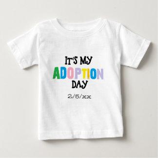 T-shirt Pour Bébé Son mon jour d'adoption par des ozias