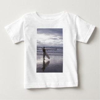 T-shirt Pour Bébé Surfer de coucher du soleil de Melbourne