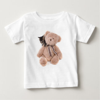 T-shirt Pour Bébé tabby kittens playing with a teddy bear