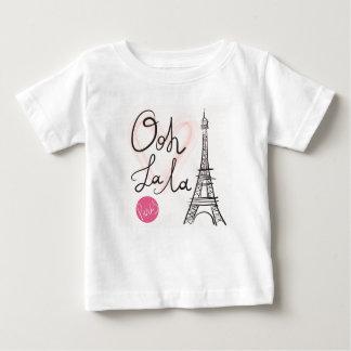 T-shirt Pour Bébé Tour Eiffel tiré par la main