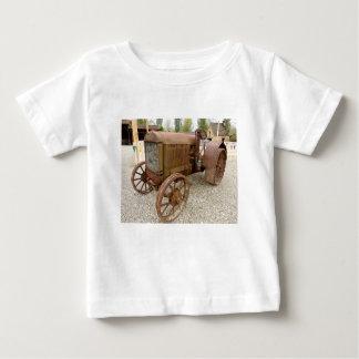 T-shirt Pour Bébé Tracteur vintage rouillé