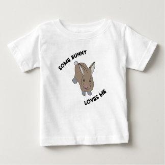 T-shirt Pour Bébé Un certain lapin m'aime