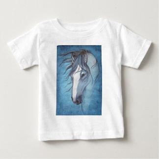 T-shirt Pour Bébé Un cheval rouan bleu dans le vent
