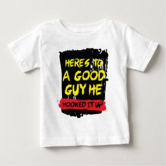 T-shirt Pour Bébé Voici à un bon garçon qu'il l'a accroché