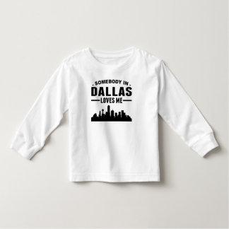 T-shirt Pour Les Tous Petits Quelqu'un à Dallas m'aime