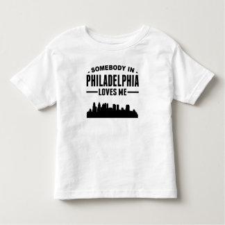 T-shirt Pour Les Tous Petits Quelqu'un à Philadelphie m'aime