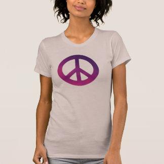 T-shirt pourpre de signe de paix de la femme