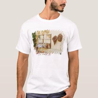 T-shirt Produit de métier à une stalle du marché, province