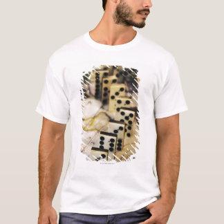 T-shirt Rangée des dominos sur la carte de Vieux Monde