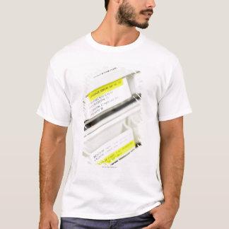 T-shirt Rangées des tiroirs marqués de médecine