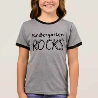T-shirt Ras-de-cou Le jardin d'enfants bascule la chemise d'enfants