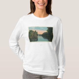 T-shirt Regard au-dessus du barrage de réservoir d'Ashokan