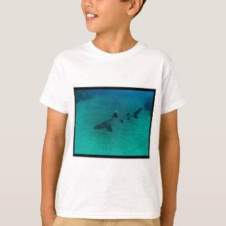 T-shirt Requin impressionnant dans le profond