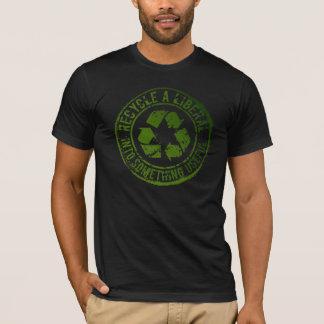 T-shirt Réutilisez un libéral, dans quelque chose utile