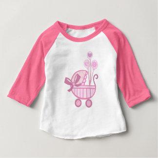 T-shirt rose de poussette de bébé