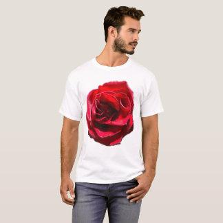 T-shirt Rose rouge sur la chemise blanche