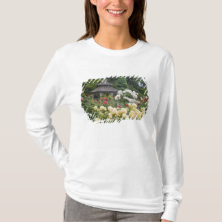 T-shirt Roses dans la roseraie de fleur et de belvédère au