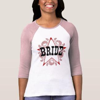 T-shirt rouge occidental de jeune mariée