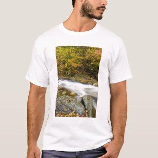 T-shirt Ruisseau d'hurlement dans la chute en vert du