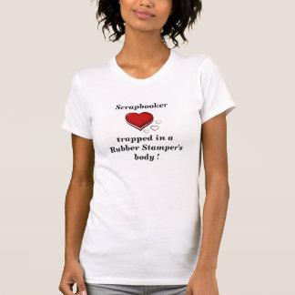 T-shirt Scrapbooker a emprisonné dans le corps de la