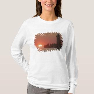 T-shirt Silhouette de coucher du soleil de phare de