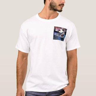 T-shirt Sortez l'art de couverture d'attaque de requin de