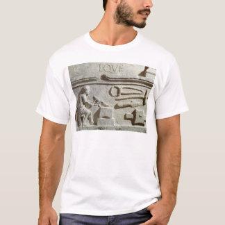 T-shirt Soulagement dépeignant le magasin et les outils