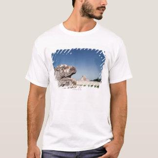T-shirt Statue de serpent par la pyramide au Mexique