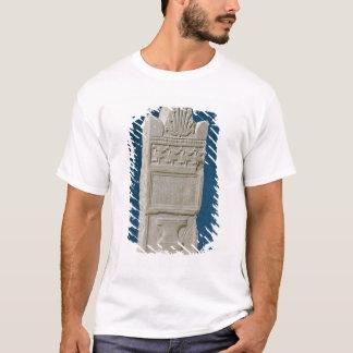 T-shirt Stele votif avec un fronton triangulaire