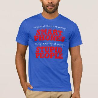 T-shirt stupide de personnes de téléphones de