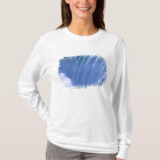 T-shirt Sur le bord des chutes du Niagara puissantes, New