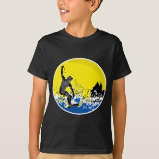 T-shirt surfeur  basque de Biarritz en action