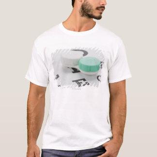 T-shirt Tir de studio de caisse de verre de contact sur le