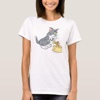 T-shirt Tom et Jerry alimentent le chat