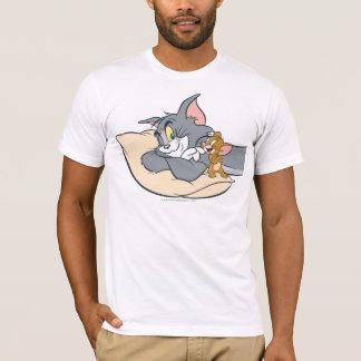 T-shirt Tom et Jerry sur le coussin
